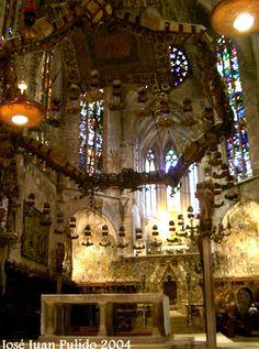 Baldaquino de Gaudí y Puyol. 1912. Catedral de Palma de Mallorca. Cathedral of Palma de Mallorca Baldachin by Gaudi and Puyol