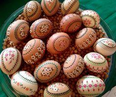 Ostereiermarkt Schleife 2015 Egg Shell Art, Egg Dye, Faberge Eggs, Egg Shells, Easter Decor, Needlepoint, Easter Eggs, Wax, Rocks