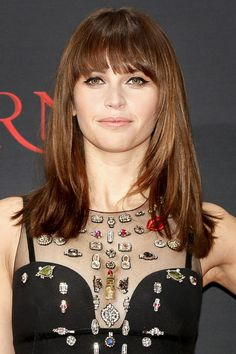 Felicity Jones shaggy cut block fringe is pure Autumnal perfection.
