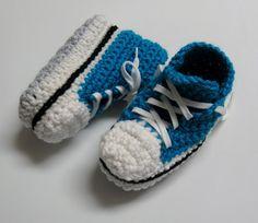 Pantoufles au crochet de style Converse – enfants ans / High-Top Slippers for Kids years (Converse) Espadrilles, Bonnet Crochet, Crochet Slippers, Knitting For Kids, Womens Slippers, Diy For Kids, Baby Shoes, Crochet Patterns, Fabric