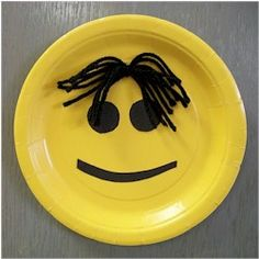 Easy Paper Plate Smiley Face can be adapted with yarn to match the hair of it's maker. www.freekidscrafts.com