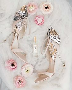 Mutual Weirdness 'Tinder' Wedding With A Vintage Vibe: Sean & Freya Bridal Shoes, Wedding Shoes, Wedding Blog, Dream Wedding, Wedding Ideas, Spring Wedding, Rustic Bridal Bouquets, Bouquet Wedding, Wedding Favours