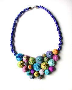 Crescent snails. Short necklace. von SilviaOrtizDeLaTorre auf Etsy