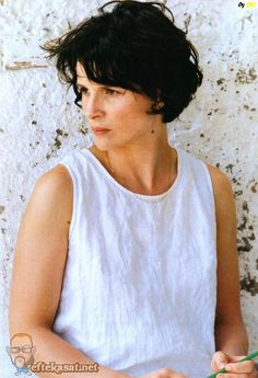 Juliette Binoche - forever an ICON of natural beauty and style, so talented. Bleu, The Unbearable Lightness of Being <3