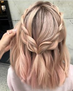 30 Easy New Medium Hair Styles Let us guide you in the world of medium hair styles. We have a collection of the trendiest hairstyles for ladies with shoulder length hair. hair 30 Easy New Medium Hair Styles Spring Hairstyles, Trendy Hairstyles, Bob Hairstyles, Gorgeous Hairstyles, Princess Hairstyles, Simple Hairstyles For Medium Hair, Hairstyles Tumblr, Middle Hairstyles, Female Hairstyles