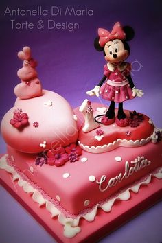 This Disney Cake features Minnie Mouse standing on and beside hearts joyfully celebrating a first wedding anniversary. Torta Minnie Mouse, Mini Mouse Cake, Mickey And Minnie Cake, Bolo Mickey, Minnie Mouse Birthday Cakes, Mickey Cakes, Cake Birthday, Pretty Cakes, Cute Cakes
