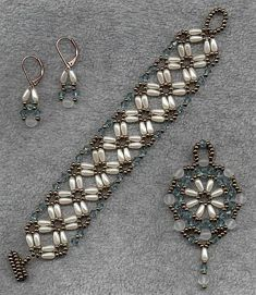 Beads / Perlen pretty no pattern I can read Bead Jewellery, Seed Bead Jewelry, Beaded Bracelet Patterns, Beaded Earrings, Bead Patterns, Seed Bead Bracelets, Jewelry Bracelets, Jewelery, Jewelry Sets