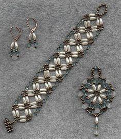 Beads / Perlen pretty no pattern I can read Seed Bead Bracelets, Seed Bead Jewelry, Bead Jewellery, Jewelry Bracelets, Jewelery, Beaded Bracelet Patterns, Beaded Earrings, Bead Patterns, Jewelry Sets