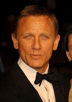 Liev Schreiber and Daniel Craig in Defiance Daniel Craig Bond, Craig David, Daniel Craig James Bond, Rachel Weisz, Daniel Craig Style, James Bond Actors, Daniel Graig, Best Bond, Z Cam