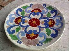 Cuerda Seca Clay Plates, Plastic Plates, Ceramic Plates, Decorative Plates, Pottery Painting Designs, Paint Designs, Plate Display, Turkish Art, Happy House