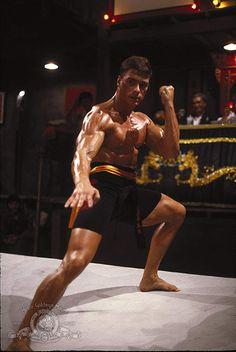 Jean-Claude Van Damme in Bloodsport Jc Van Damme, Bloodsport Movie, Dope Movie, Claude Van Damme, Fighting Poses, Romantic Comedy Movies, Martial Arts Movies, Anatomy Poses, Martial Artist