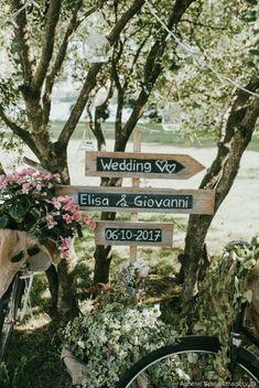 Cartelli e segnalazione per le nozze #matrimonio #nozze #sposi #sposa #decorazioninozze #rustichic #bohochic #wedding #weddingideas #ricevimento #allestimentinuziuali #decorazionimatrimonio #cartelliwedding #weddingsigns