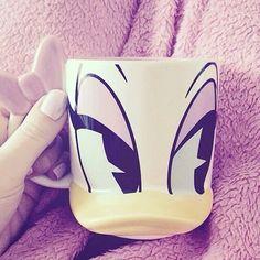 Daisy Duck coffee mug Coffee Set, Coffee Cups, Tea Cups, Coffee Time, Disney Coffee Mugs, Donald And Daisy Duck, Disney Cups, Cute Mugs, Mug Shots