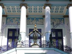 Otto Wagner, Villa 3. It was built for artist Ernst Fuchs who designed the figure in this pic. A copy of this is on display at the teatro museu Dali in Figueras,