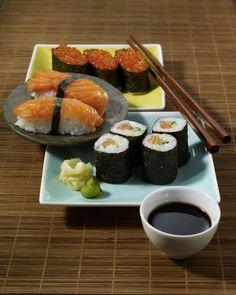 Rezepte aus Japan werden oft mit Sushi assoziert. Dabei gilt die Spezialität aus rohem Fisch dort als ein Gericht der gehobenen Küche.