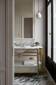 Jan 2020 - For interior designer Christina Cole , this penthouse in Paris was not just another design project. In the process, she had the opportunity to touch… Home Interior, Bathroom Interior, Interior Design, Bathroom Inspiration, Interior Inspiration, Design Inspiration, Home Design, Christina Cole, Home Luxury