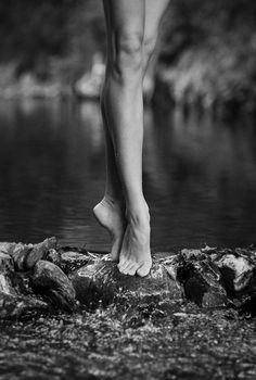 L'aigle noir – tome 2 (en pause) – I – Thorsbjoerntassar - Value activa Photos Corps, Foto Sport, Summer Feet, Feet Care, Sexy Feet, Black And White Photography, Human Body, Portrait Photography, Photo Tips