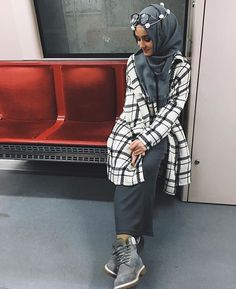 hijab and alexandra golovkova image Modest Outfits, Modest Fashion, Hijab Fashion, Skirt Fashion, Muslim Women Fashion, Islamic Fashion, Casual Hijab Outfit, Hijab Chic, Alexandra Golovkova