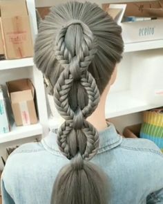 Tranças Que Você Poderia Tentar Fazer Sem Sair de Casa! mittellanges haar geflochten videos leicht Tranças Que Você Poderia Tentar Fazer Sem Sair de Casa! Unique Braided Hairstyles, Easy Hairstyles For Long Hair, Braids For Long Hair, Cute Hairstyles, Step Hairstyle, Hairstyle Tutorials, Hairstyle Ideas, Wedding Hairstyles, Unique Braids