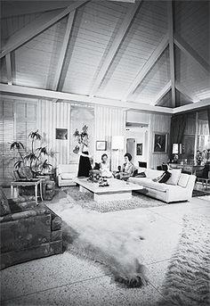 Noel Birns interior at the Abernathy house, 1965. Vintage Interiors, Modern Interiors, 1960s Interior, Palm Springs California, Coachella Valley, Life Magazine, Architecture Design, Mid-century Modern, Men Party
