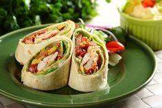 Wrap BLT z soczystym kurczakiem Chicken Gyoza, Tortilla Burrito, Polish Recipes, Wrap Recipes, Yum Yum Chicken, Fresh Rolls, Pesto, Sandwiches, Tacos
