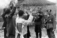 German soldiers arrest Soviet civilians suspected of aiding the #partisans, Novorossiysk-Krasnodar, May 20, #1943. The fate of such suspects was almost sealed: death by hanging.