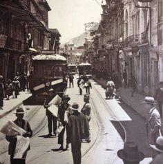 Bogota antigua _Cra. Séptima desde el altozano de la Catedral Primada en 1927. Good Times, Plaza, Street View, Antique, Free, Bogota Colombia, Antique Photos, Transportation, Exhibitions