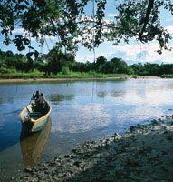 Chalupas y piraguas han sido el medio de transporte en el Alto Magdalena.