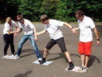 Teambuilding Outdoor Teamspiel: Ozean- Spiel Teambuilding Teamspiel im Freien: Ozeanspiel Team Games For Kids, Youth Games, Outdoor Games For Kids, Abc Games, Kids Party Games, Activities For Kids, Outdoor Toys, Outdoor Camping, Team Building Quotes