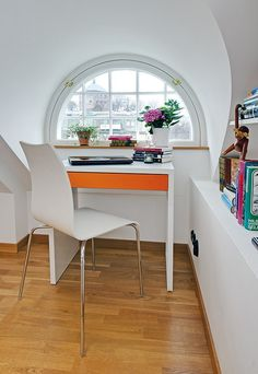 Simple and chic, this small workspace has a very nice feminine vibe