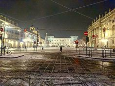 ECCOCI NELLA PIAZZA ROSSA A MOSC...ah no è TORINO!  Piazza Castello   #fun #instagramers #smile #pretty #followme #nature #lol  #swag #throwbackthursday #instagood #beach #statigram #friends #hot #funny #blue #life #art #instahub #photo #cool #bestoftheday #clouds #snow #neve #letitsnow #turincity #Turinismagic #placesofturin #ciauturin