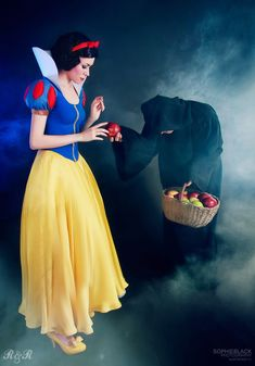 Snow White and the Old Hag (aka, the Wicked Queen) from Snow White and the Seven Dwarfs #DisneyCostumes #DisneyCosplay