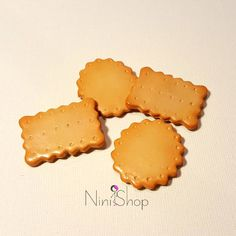 this crackers are fridge magnets made from polymer clay Fimo Clay, Cute Crafts, Crackers, Biscuits, I Shop, Magnets, Cookies, Sweet, Desserts