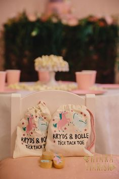 Unicorn Birthday party ideas @chiara viarisio   Photo Nina Milani Graphic Design mariangelaiacobellis Cake Designer Alessandra del Massa #unicornparty #pastelparty #kidspartyset #customparty #luxuryevents #partyflorals #unicorndesserts #kidspartytable #luxurykidsparties #luxurykidspartyplanner #partyplanner #eventdecor #tabledecoration es #kidsparty #partyplanning #partystyling #partyideas #partydecor #party #birthdaypartyideas #eventplanner #eventplanning #kidsparties #cupcakes