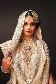 What a princess should look like: rizwan-beyg-bridal-wear-dresses-2012-2013-6.jpg (299×448)