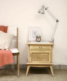 Mesa de Luz Escandinava / NOBLES PENSAMIENTOS Nightstand, Table, Inspiration, Furniture, Home Decor, Ideas, Scandinavian, Shopping, Restoring Furniture