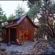 This cabin with a refined decor sits nestled among fir, cedar, and madrone trees on the East Sound of Washington state's Orcas Island. Designed by architect David Vandervort, the cross-shaped floorplan creates.Look inside the Orcas Island Cabin. Tiny House Swoon, Tiny House Living, Living Room, Tiny Cabins, Cabins And Cottages, Log Cabins, Cabin Decks, Rustic Cabins, Cabin Homes