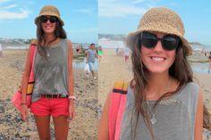 Sombrero tejido bohemio complementado con un look rocker.  #StreetHair #BeachLooks