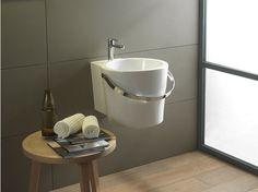 Lavabo sospeso in ceramica Collezione Bucket by Scarabeo Ceramiche | design Giovanna Talocci