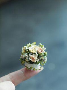 Tiny flower arrangement ミニチュア作り : natural色の生活~handmade家具