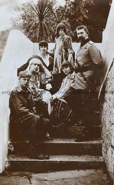 RARE photo of King Ferdinand & Queen Marie of Romania with children - 1921 Queen Victoria Family, Victoria Reign, Michael I Of Romania, History Of Romania, Royal Family History, Romanian Royal Family, Victorian Life, Central And Eastern Europe, Native American Photos