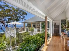 A Beach House with a View in Sydney Northern Beaches