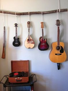 An idea for hanging musical instruments but with a track and hooks. Hang Guitar On Wall, Guitar Room, Guitar Storage, Guitar Display, Guitar Shelf, Home Music Rooms, Music Studio Room, Ukulele, Music Corner