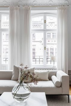 Majestic living room allwhiteroom Majestical living room modern white couch in all white town hous&; Majestic living room allwhiteroom Majestical living room modern white couch in all white town hous&; Design Living Room, Living Room Interior, Living Room Decor, Dining Room, Living Room White, All White Room, Elegant Living Room, Interior Livingroom, White Rooms