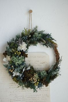 静かな森の三日月リースプリザーブドフラワー、ドライフラワー、アートフラワーを少々を組み合わせて.....色々なグリーン色を入れてナチュラル感を出しています。季節を問わず通年飾っていただけます。 Beautiful Christmas Decorations, Xmas Decorations, Holiday Decor, Beautiful Bouquet Of Flowers, Beautiful Flower Arrangements, Paper Vase, Xmas Wreaths, Arte Floral, Summer Flowers