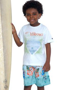 Camiseta de meia malha estampada. Referência: 1273 Bermuda d'água estampada com cós em elástico. Referência: 1290