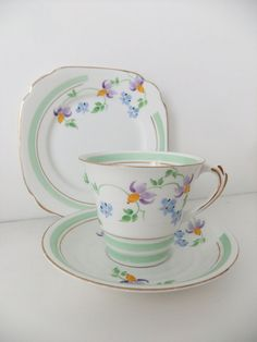Art Deco china tea cup, saucer and plate - Roslyn China, Reid & Co #ArtDeco #PeonyandThistle #etsy