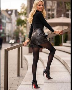 Women who understand the power they innately possess. I am particularly attracted to dominant Asian women. Heels Outfits, Skirt Outfits, Sexy Outfits, Fashion Outfits, Look Con Short, Latest Fashion For Women, Womens Fashion, Pantyhose Heels, Black Leather Skirts