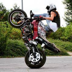 Honda F4i Red Black Stunt bike