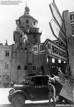 Войска 1-го Белорусского фронта (Маршал Советского Союза К.К. Рокоссовский) форсировали Западный Буг и первыми из советских войск вступили в пределы Польши
